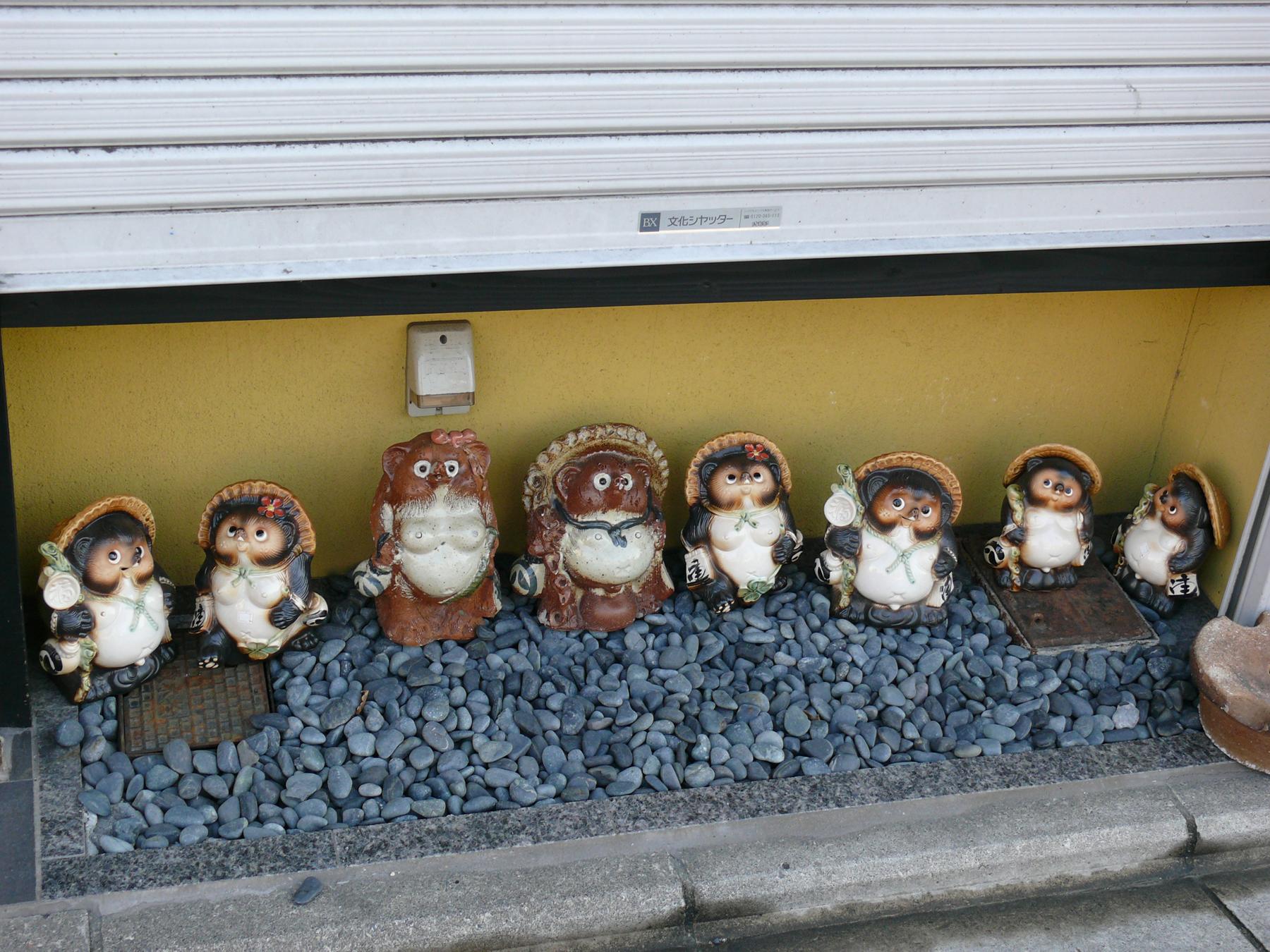 tanuki dans une rue de Kyoto, Japon